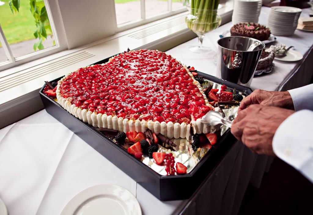 erdbeeren-herz-kuchen-hochzeit
