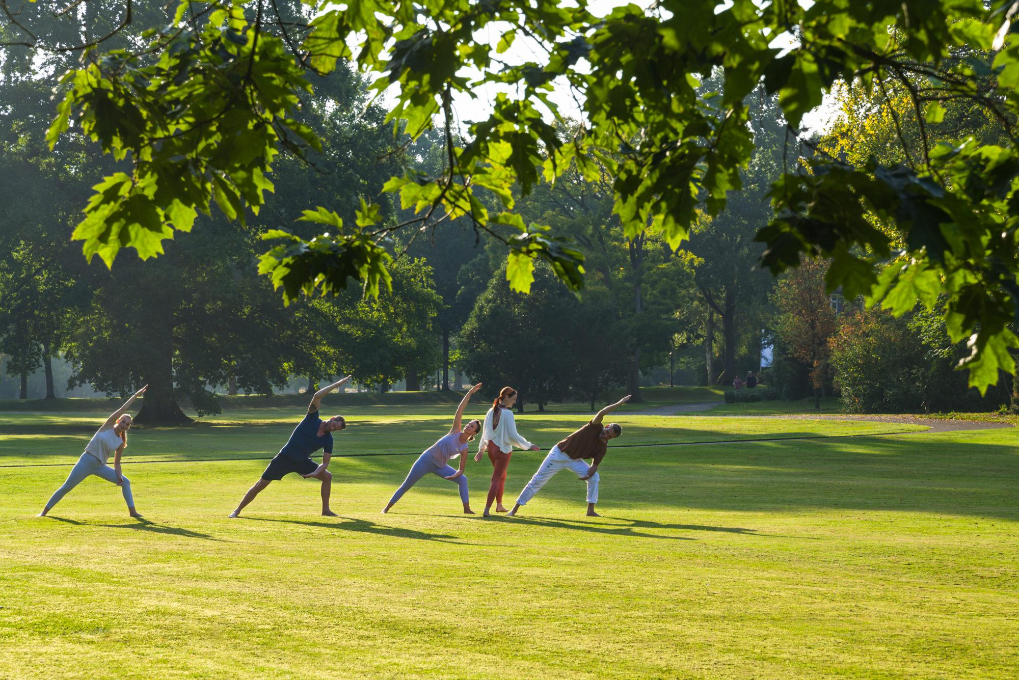 Yoga im Park in Bad Driburg