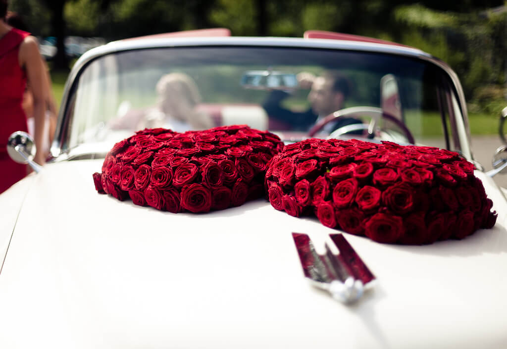 hochzeit-herz-rosen-auto-jennifer-hejna