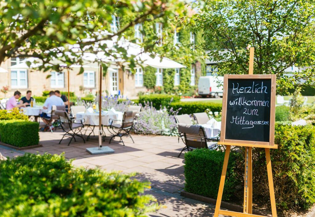 restaurant-caspars-aussenbereich-mittagessen-hennig-fotografie