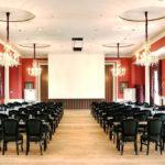 theatersaal-klimatisiert-stuhlreihen