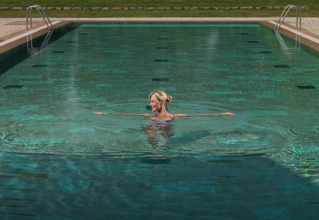 Pool im Garten Spa vom Gräflichen Park Health and Balance Resort