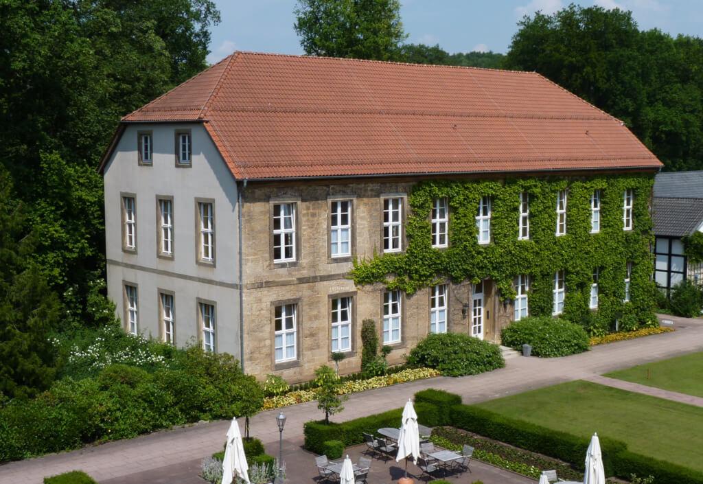 Zimmer-Arrangements-Logierhaeuser-im-Park-Droste-landscape0039
