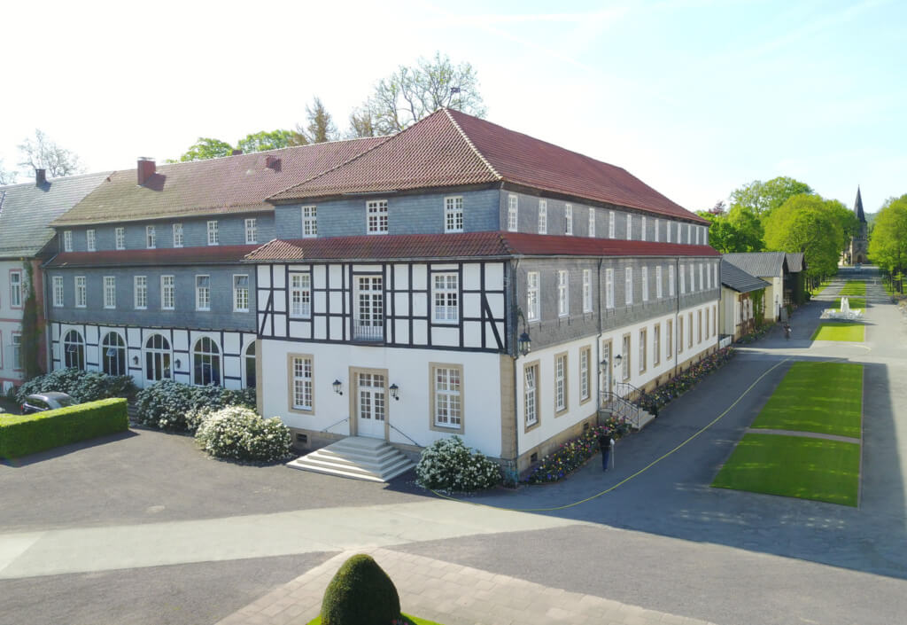 Zimmer-Arrangements-Logierhaeuser-im-Park-Hölderlin-landscape0049