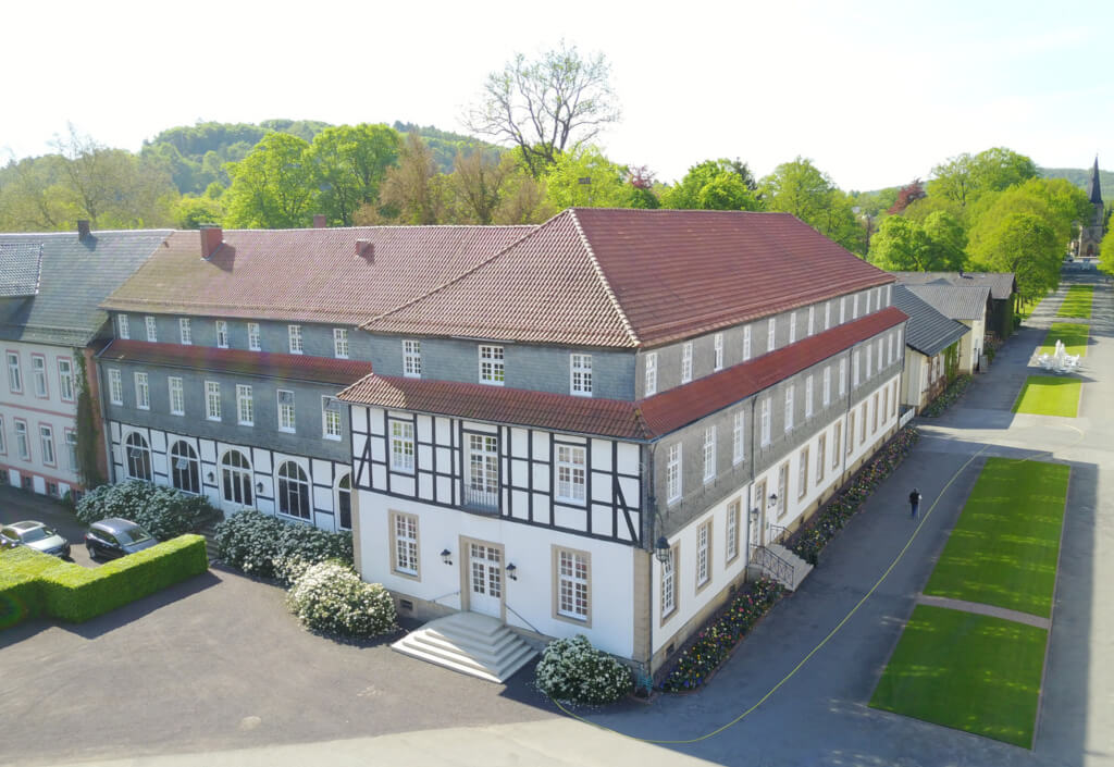 Zimmer-Arrangements-Logierhaeuser-im-Park-Hölderlin-landscape0050