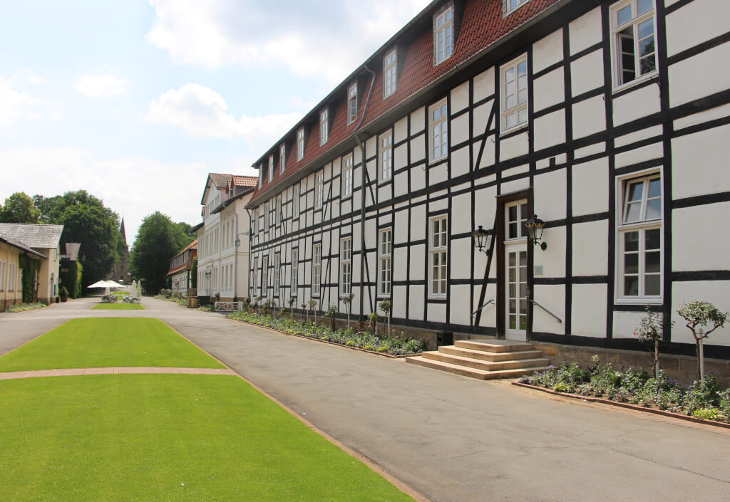 Zimmer-Arrangements-Logierhaeuser-im-Park-Sierstorpff-landscape0061